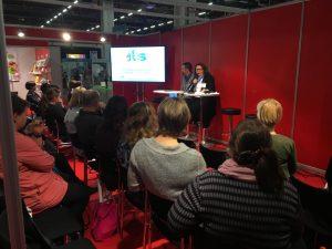 Pia Vataja och Henrik Husberg presenterar ILS-projektets material och forskning